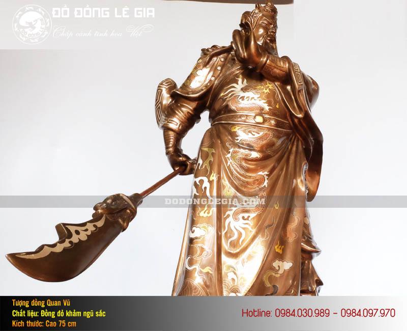 Tượng Quan Công bằng đồng đỏ khảm ngũ sắc của Lê Gia