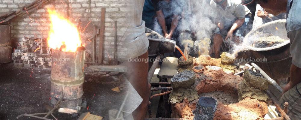 Quá trình nấu đồng và rút đồng vào khuôn